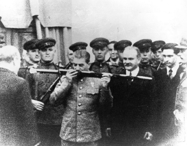 Stalin kissing the Sword of Stalingrad